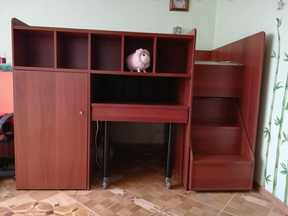 Кровать чердак со шкафом и столом в Москве